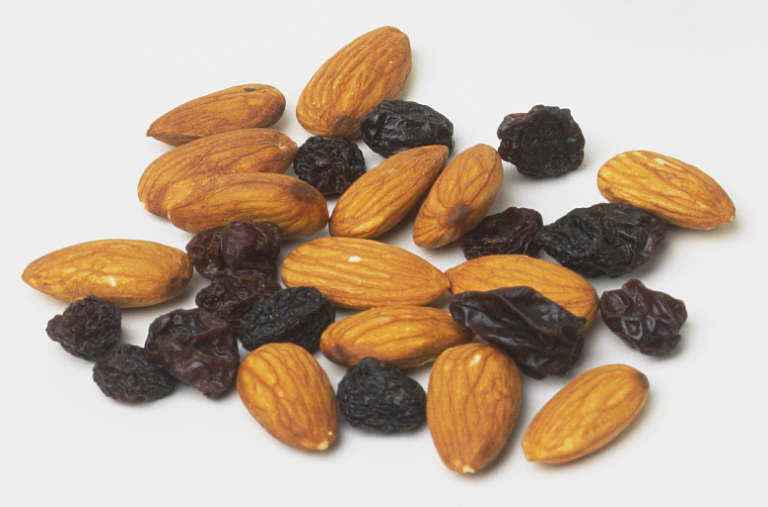 almonds%20and%20raisins.jpg